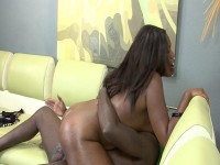 Ebony slut came to get banged by big schlong