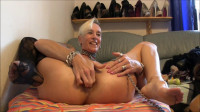 Mature bitch fucking and shows gaping prolapse