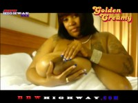 Golden Creamy rubs baby oil all over 46L ebony boobs