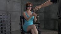 Busty MILF Veronica Avluv gets blindfolded