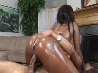 Bubble butt slut rides that cock like a pro