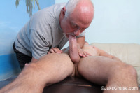 Guy Holiday Massaged!