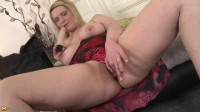 angel face blond mature whore inserting big dildo in her pussy