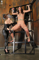Anna Morna, Sasha Knox BDSM Filesmonster