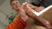 Martin Polnak Gets A Handjob by Mr. Hand Jobs (720p)