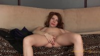 Iviola masturbates – She Rubs Her Wet Pussy (1080p)