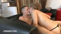 Jess, amatrice de 19 ans, goûte au sexe devant la caméra.