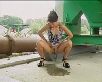 Hottie takes a leak