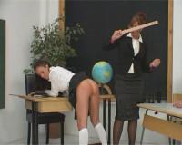 Gezuchtigte Schulmadchen