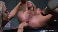 Sexy Blonde Babe Gently Sits On Her Face