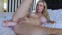 Kayden showed us her amazing ass.