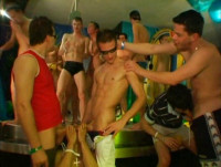 Guys Go Crazy 10 Poolboys Paradise - xxx para gays.
