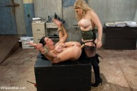 MILF Squirts for Hours: Veronica Avluv double fisted, anally fucked!