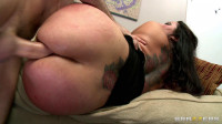 Guy Fills Her Tight Ass