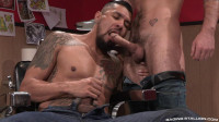 Muscle Slut Likes Big Cock