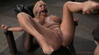 Sexy blonde Summer Brielle