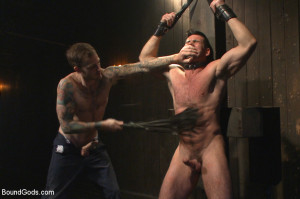 Muscle captive submits to the hands of Mr Wilde