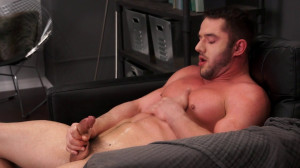 Muscled Hunk Rob Stonebridge gives his hole a finger fuck