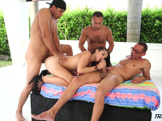 Lanita Steamy Warm Steamy Gang-fuck