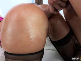 Blonde With Ultra-cute Juicy Ass And Sexy Thick Mounds