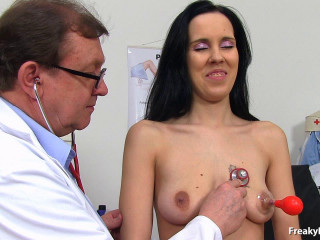 Luisa (25 years gals gyno exam)