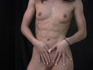 Veronica muscled dildo plumbs herself