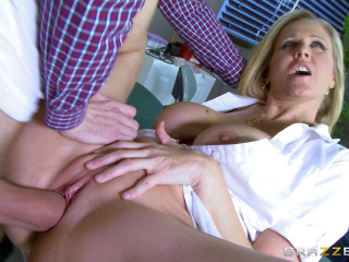 Julia Ann - Super-fucking-hot Nurse Gets The Cock Pumpin (2015)