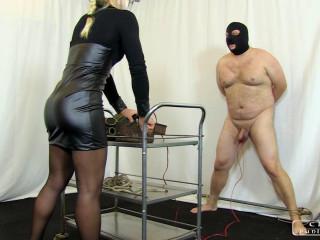 Zita's spunk-pump and ball torment