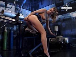 Her muff wants the machine!