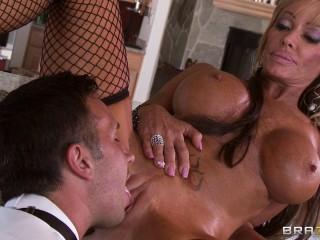 She Determines To Entertain Themselves Having Sex