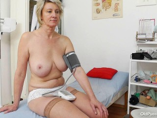 Ester (47 years woman gyno exam)
