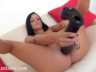 Ebony Sophie - The pounding vulva