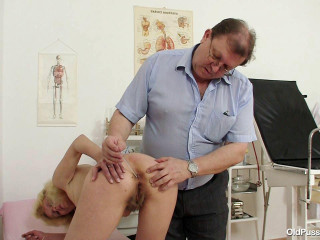 Isabela (47 years woman gyno exam)