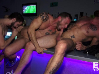 Orgy, Hugo heads to a bar to get pounded