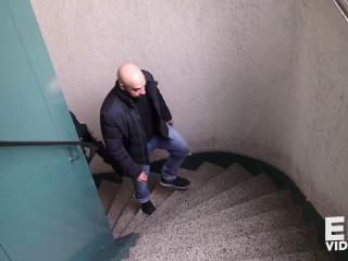 Malik XXL et Angelo se commencent dans la cell escalier