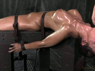 Syren De Mer on a tearing up machine for the 1st time while 2 pricks use her mouth hole!