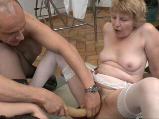Orgie sexuelle chez le gyneco pour Kate,bonne maman folle de cul