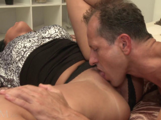 Sexy Mommy Packed With Man milk (1080)