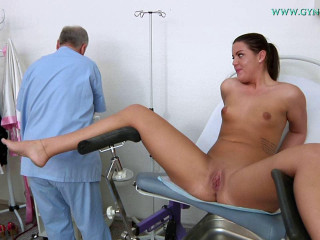 Vanny Ulli (25 years lady gyno exam)