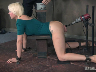 Lorelei Lee roped with a fuckin' machine in her ass, while getting jaws blasted!