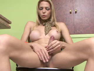 Laviny Albuquerque - Laviny Strokes It For You
