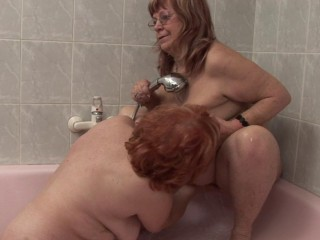 Nasty grannies in Shower g/g act