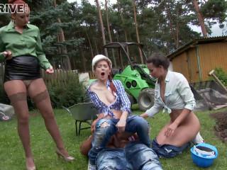 Yenna, Kate Gold, Isabella Livi-Swap This Pee & Share This Jizz-shotgun