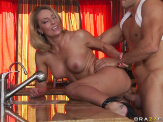 Scorching Mummy Entices A Guy In Her Kitchen