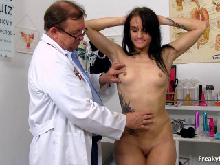 Angel Bay (22 years gals gyno exam)