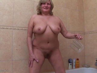 big tit mature platinum-blonde  urinate in the Shower and jack