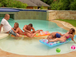 Christen Courtney, Alice - Stunning 5 - 2 Babes Fucked By Trio Dudes At The Pool