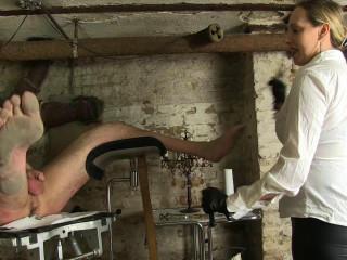 Dominatrix Cloe & Chick Faye - Lashing On The Gyn Chair!!!
