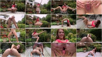 Beth & Kymberly Brix (Fist Bump BTS)
