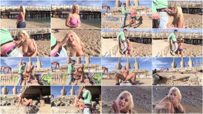 Alberto Blanco bangs Blondie's asshole on a beach - 1080p